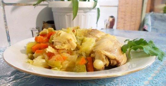 Тушеная капуста с кабачком и курицей рецепт