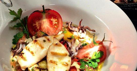 Салат с копчеными кальмарами рецепт пошагово